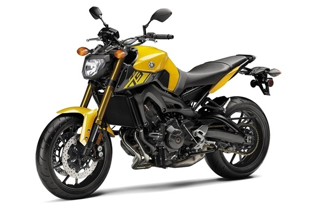 2015 Yamaha FZ-09 in Petaluma, California - Photo 4