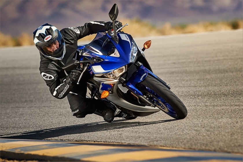 2015 Yamaha YZF-R3 10