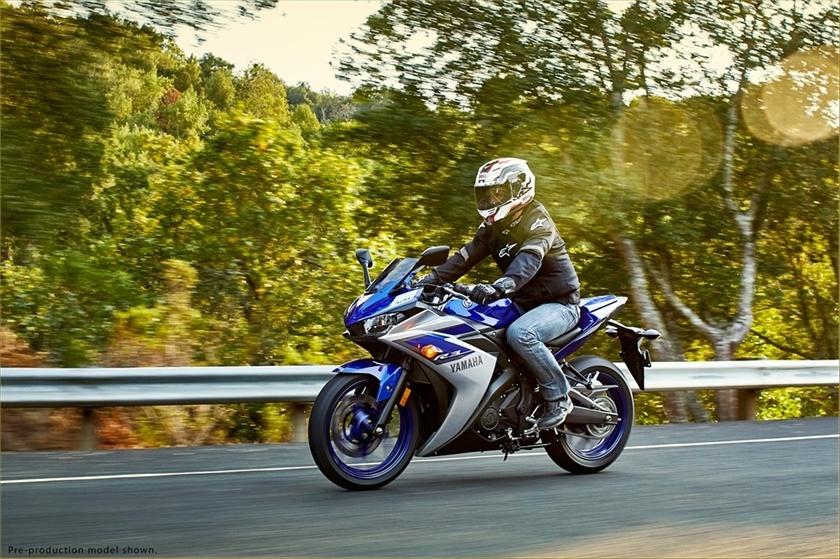2015 Yamaha YZF-R3 11