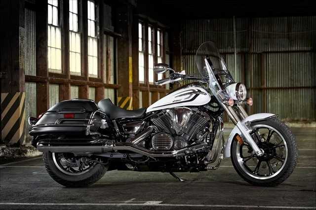 2015 Yamaha V Star 950 Tourer in Asheville, North Carolina