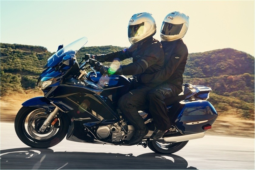 2016 Yamaha FJR1300ES in Derry, New Hampshire
