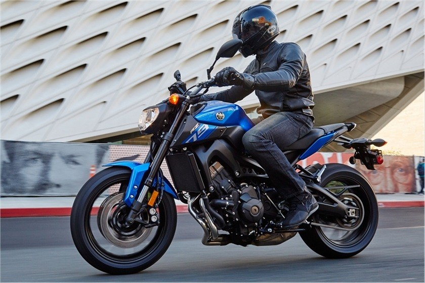 2016 Yamaha FZ-09 in Norfolk, Virginia - Photo 16