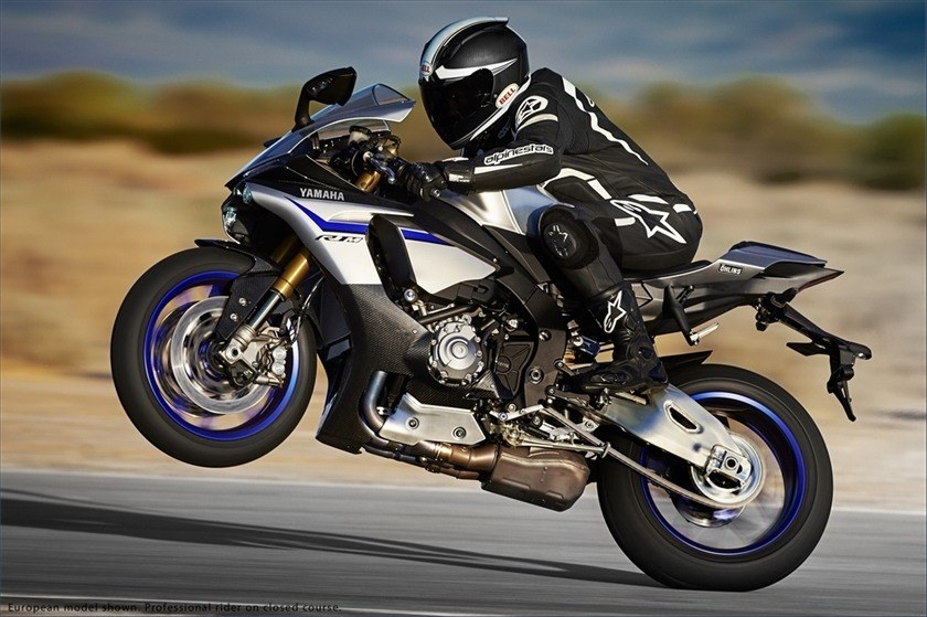 2016 Yamaha YZF-R1M in Pompano Beach, Florida