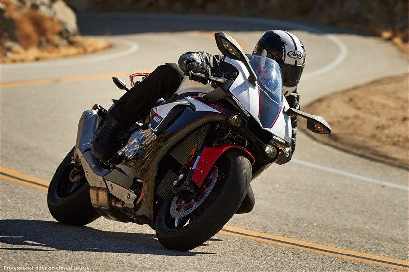 2016 Yamaha YZF-R1S in Derry, New Hampshire