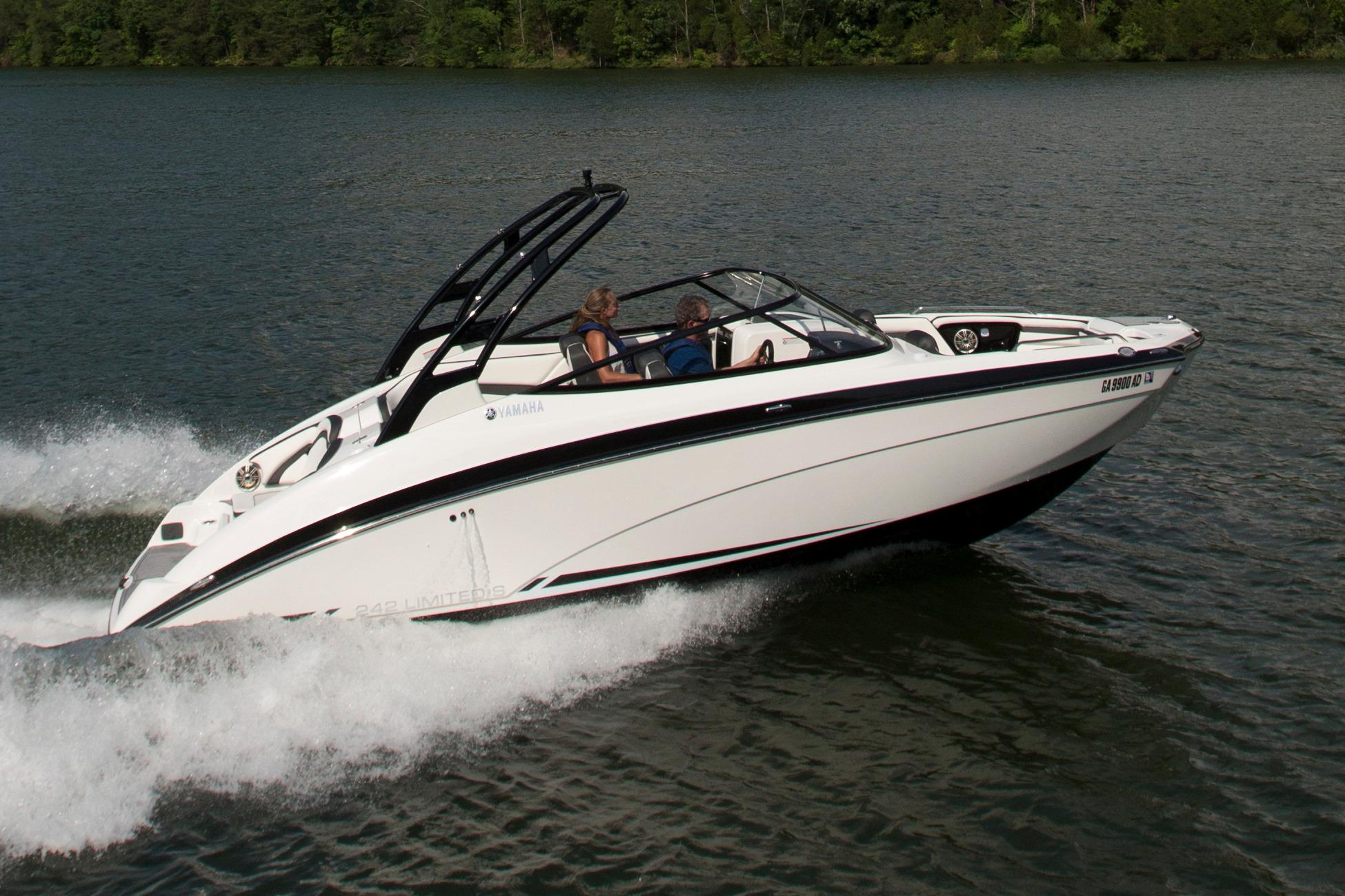 2016 Yamaha 242 Limited S in Hendersonville, North Carolina