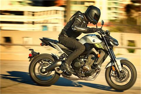 2017 Yamaha FZ-09 in Johnson City, Tennessee - Photo 9