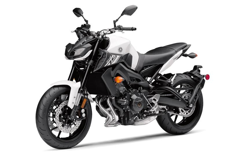 2017 Yamaha FZ-09 in Derry, New Hampshire