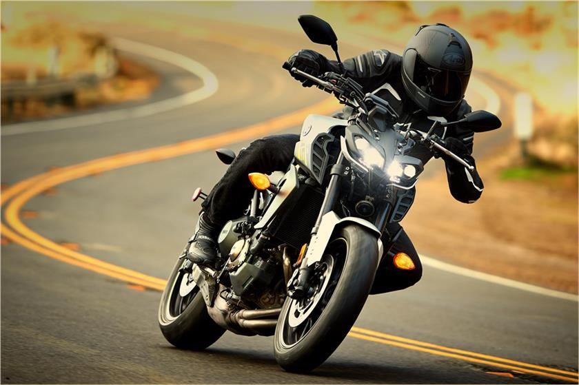 2017 Yamaha FZ-09 in Tamworth, New Hampshire