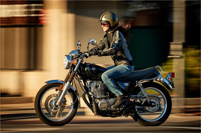 2017 Yamaha SR400 in Lowell, North Carolina