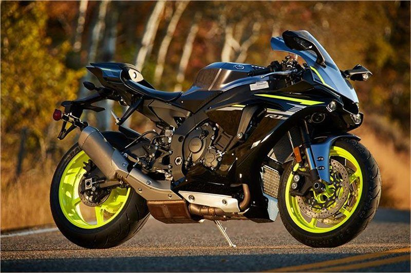 2017 Yamaha YZF-R1S in Derry, New Hampshire