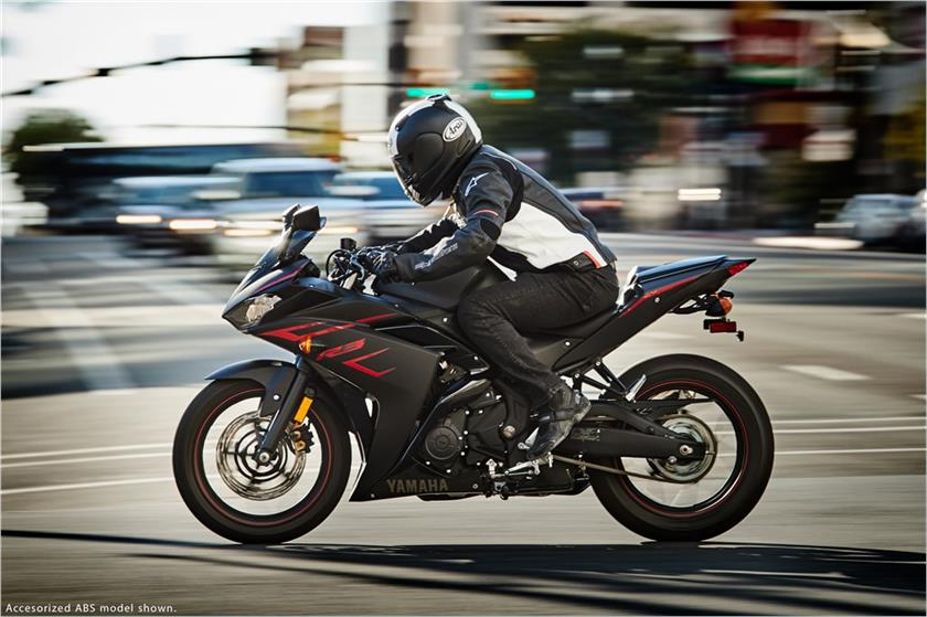 2017 Yamaha YZF-R3 in Tamworth, New Hampshire