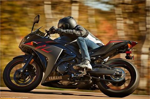 2017 Yamaha YZF-R3 in Hendersonville, North Carolina