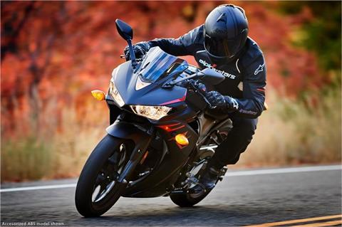 2017 Yamaha YZF-R3 ABS in Tyrone, Pennsylvania