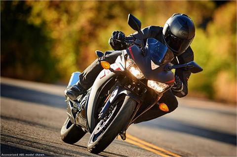2017 Yamaha YZF-R3 ABS in Derry, New Hampshire