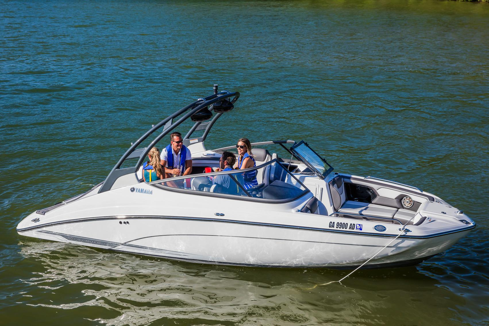 2017 Yamaha 212 Limited S in Hampton Bays, New York