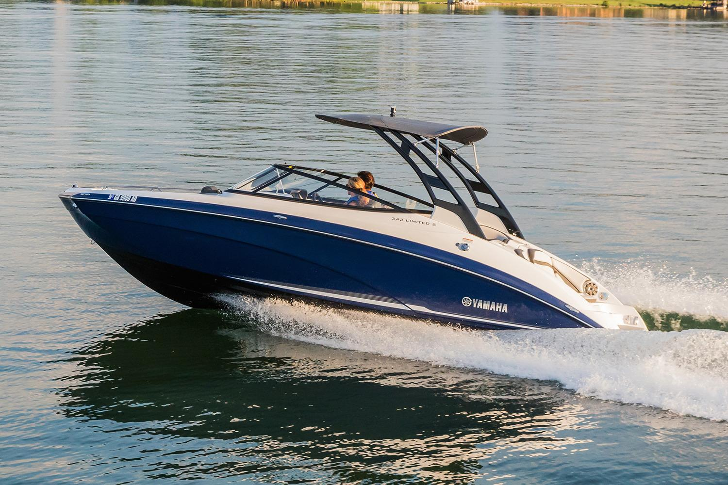 2017 Yamaha 242 Limited S in Hendersonville, North Carolina