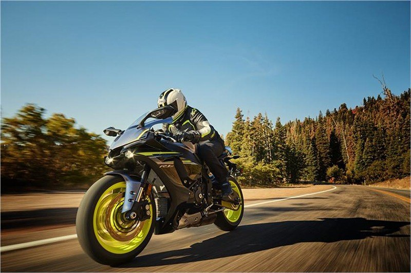 2018 Yamaha YZF-R1S in Tamworth, New Hampshire