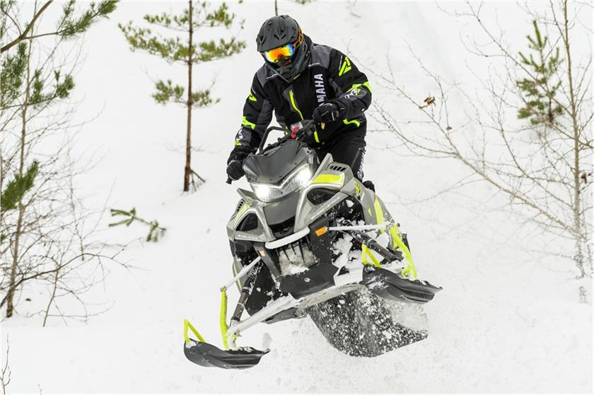 2018 Yamaha Sidewinder B-TX SE 153 1.75 in Phillipston, Massachusetts