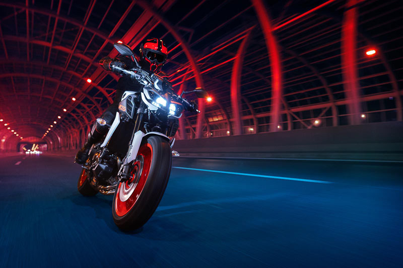 2020 Yamaha MT-09 in Sacramento, California - Photo 12